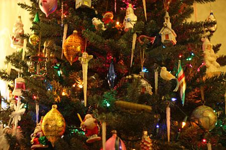 December 2008 primitive folk art by old world primitives for Antique christmas tree decoration